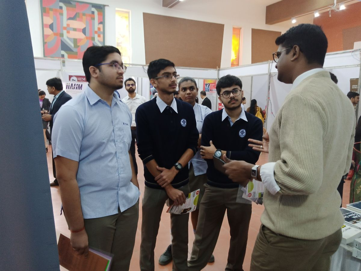 Curious students of Tejas Vidhyalay about IT